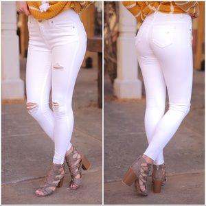 ✨LAST PAIR✨White distressed mid-rise skinny jeans